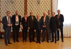 Na zdjęciu Starosta Kraśnicki Andrzej Rolla, Wicestarosta Kraśnicki Karol Rychlewski oraz delegacja pr