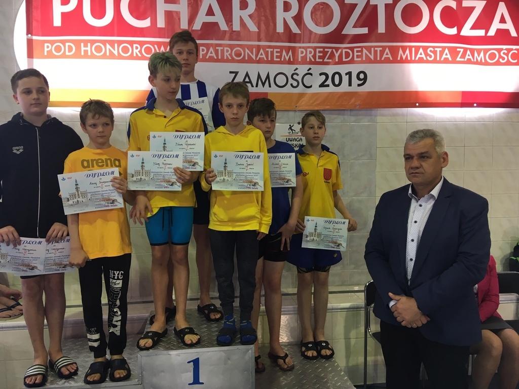 Zawodnicy Fali Kraśnik na podium (link otworzy duże zdjęcie)