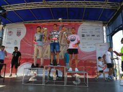 Michał na drugim stopniu podium w półmaratonie (link otworzy duże zdjęcie)