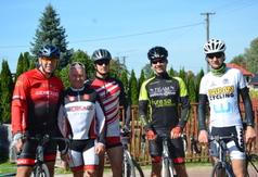 Zawodnicy wraz ze Starostą Kraśnickim Andrzejem Rollą (link otworzy duże zdjęcie)