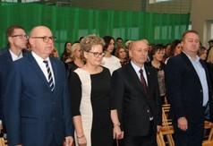 Na zdjęciu Wicedyrektor Ryszard Piórkowski, Dyrektor Grażyna Jach, Roman Bijak Członek Zarządu Powia