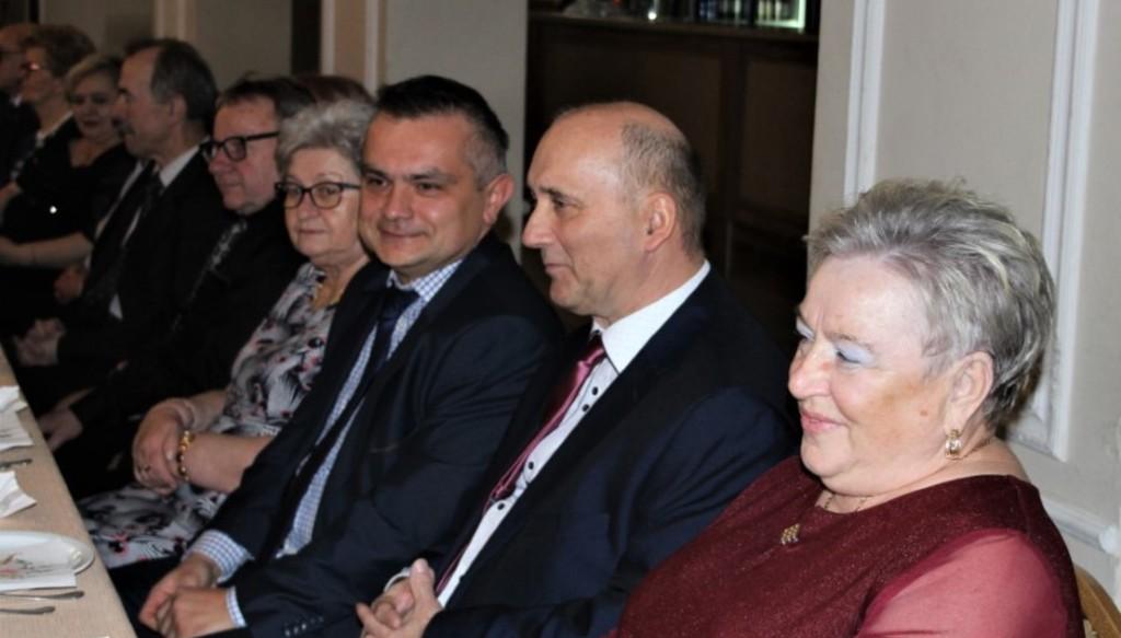 Na zdjęciu Prezes Aktywnego Klubu Seniora, członek Zarządu Powiatu w Kraśniku Roman Bijak i Kierownik (link otworzy duże zdjęcie)