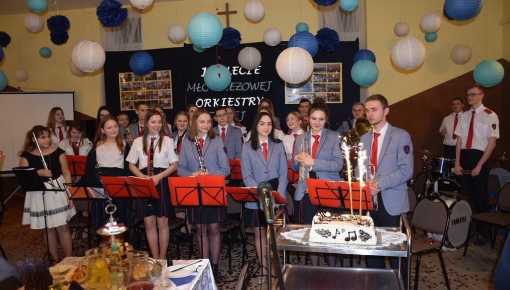 Jubileusz 10- lecia działalności Młodzieżowej Orkiestry Dętej w Wilkołazie (link otworzy duże zdjęcie)