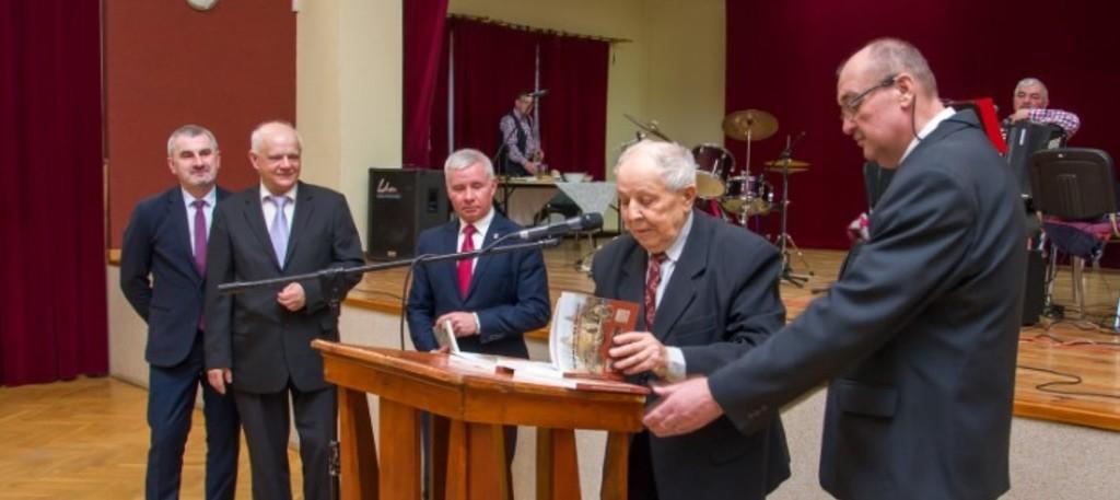 Na zdjęciu Przewodniczący Rady Miejskiej Kazimierz Jagiełło, prof. Marian Surdacki przewodniczący Sp (link otworzy duże zdjęcie)