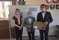 Na zdjęciu od lewej Dyrektor CKZiU im. Orląt Lwowskich w Urzędowie Agnieszka Resztak, Starosta Kraśni (link otworzy duże zdjęcie)