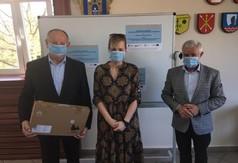 Na zdjęciu od prawej Starosta Kraśnicki Andrzej Rolla, Dyrektor Zespołu Szkół specjalnych w Kraśnik (link otworzy duże zdjęcie)
