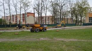 Teren budowy boiska wielofunkcyjnego przy ZS nr 3 w Kraśniku.