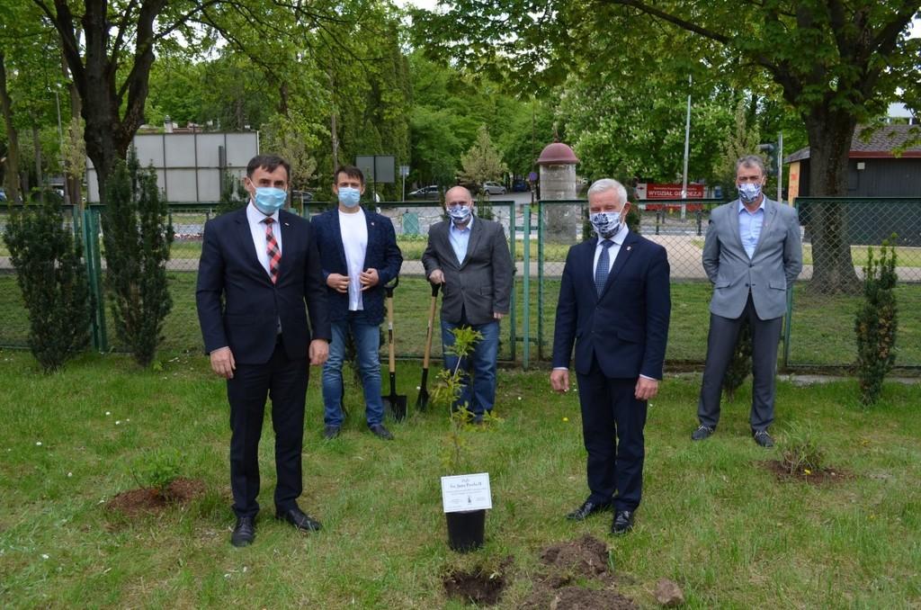 Na zdjęciu Poseł na Sejm RP Kazimierz Choma, Starosta Kraśnicki Andrzej Rolla, Przewodniczący Rady Po (link otworzy duże zdjęcie)