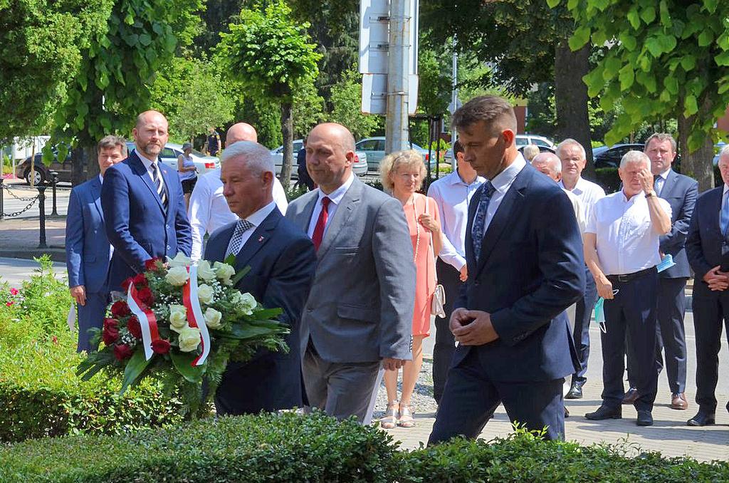 Przedstawiciele Powiatu Kraśnickiego, Andrzej Rolla Starosta Kraśnicki, Jacek Dubiel Przewodniczą (link otworzy duże zdjęcie)