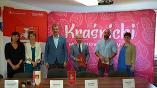 Dyrektor Domu Pomocy Społecznej w Kraśniku Katarzyna Skorupa, Skarbnik Powiatu Iwona Szymańska, W
