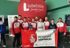 Trenerzy Damian Jakóbczyk oraz Yaroslav Kozak wraz z zawodnikami
