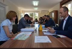 Na zdjęciu obecni są służba weterynaryjna, burmistrzowie, wójtowie oraz ich przedstawiciele.
