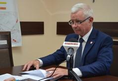 Starosta Kraśnicki Andrzej Rolla udziela wywiadu.