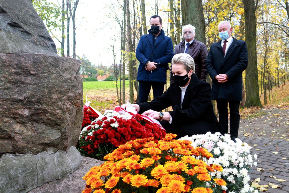 Zastępca dyrektora Anna Baluch wraz z przedstawicielami Oddziału Terenowego Krajowego Ośrodka Wsp (link otworzy duże zdjęcie)