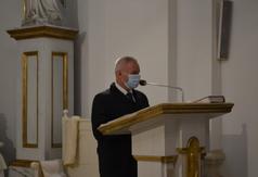 Starosta Kraśnicki Andrzej Rolla podczas czytania Pisma Świętego. (link otworzy duże zdjęcie)