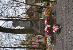 Pomnik Orląt Lwowskich w Urzędowie. (link otworzy duże zdjęcie)