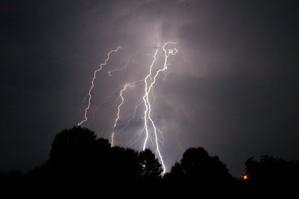 Burza z piorunami (link otworzy duże zdjęcie)