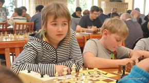"""""""-Czy ten chłopak to dobry szachista…?"""" Tego typu rozterki miewa się w różnym wieku."""