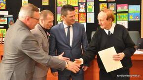 Każdy chętnie ściskał dłoń najstarszego zawodnika biorącego udział w GRAND PRIX Zdzisława Sochy