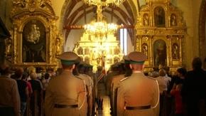 po musztrze wszyscy udali się do Kościoła pw. św. Zygmunta, aby uczestniczyć we Mszy Św.