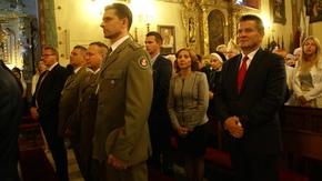 we mszy św. uczestniczyli też przedstawiciele samorządu powiatowego, miejskiego, Straży Granicznej