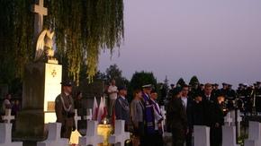 przed Apelem Poległych młodzież zaprezentowała patriotyczny program artystyczny