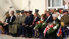 drugi dzień obchodów, 8 września, uroczystości patriotyczne na placu w Zespole Szkół im.Korpusu Och