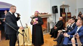 Skrzydła 2015 odebrał biskup radomski H. Tomasik