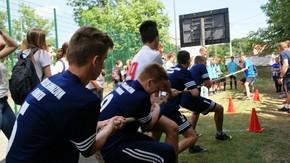Przeciąganie liny, na zdjęciu zawodnicy gimnazjum w Orońsku