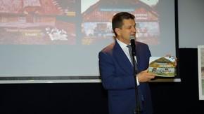 Prezentacji publikacji dokonał Włodzimierz Górlicki - starosta szydłowiecki, fot. Zbigniew Tomczyk