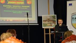 Zbigniew Tomczyk - nauczyciel historii w jastrzębskiej szkole oraz doradca metodyczny historii zaprezent