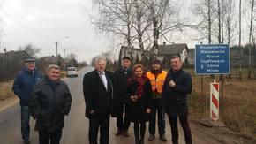 roboty drogowe odebrała komisja: Roman Woźniak, Wicestarosta wraz z pracownikami Starostwa Powiatowego