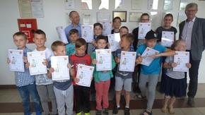 """czternastu """"nowych"""" szachistów z trenerami"""