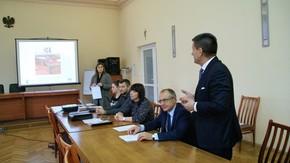 Starosta Szydłowiecki Włodzimierz Górlicki wraz  z komisja i przedstawicielem firmy Elbox