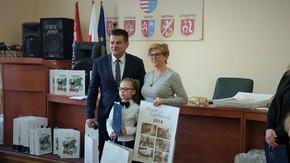 Natalia Karbarz, zwyciężczyni konkursu wraz ze swoją opiekunką
