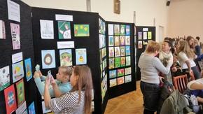 zwycięskie prace zostały zaprezentowane na wystawie w sali konferencyjnej w Starostwie Powiatowym