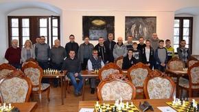 Uczestnicy zmagań o Szachowe Grand Prix Ziemi Szydłowieckiej.