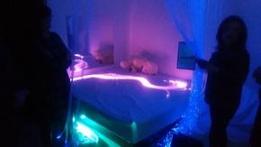 Łóżko wodne przypomina świat rodem z filmu Avatar.