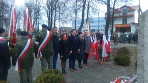Delegacja ze Starostwa Powiatowego: starosta Włodzimierz Górlicki, wicestarosta Anita Gołosz, radni: B