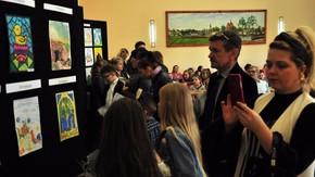 w sali konferencyjnej w budynku starostwa można obejrzeć wystawę prac konkursowych