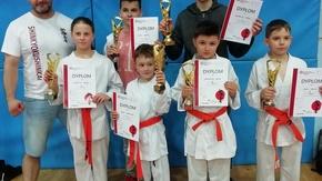 Akademia Karate Szydłowiec z pucharami