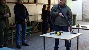 instruktaż posługiwania się karabinem AK 47