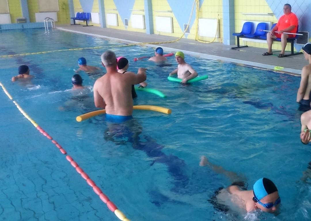 nauka pływania - uczniowie CKZiU w Szydłowcu