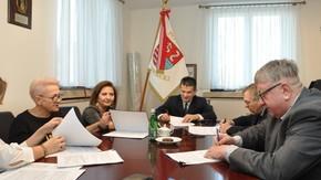 Podpisanie umów z wykonawcą obu zadań - firmą Budromost Starachowice