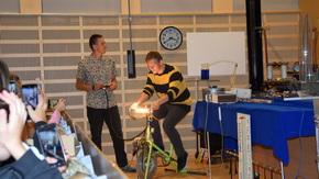 pokazy z fizyki - udział uczniów w doświadczeniach