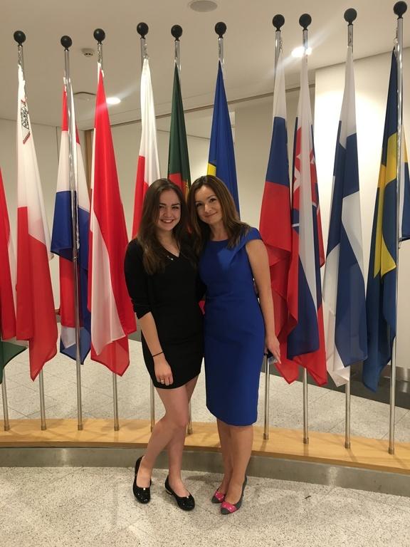 Finalistka konkursu o Unii Europejskiej, uczennica Sienkiewicza Kornelia Piasecka, w Brukseli.