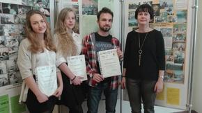 Małgorzata Dygas, nauczycielka biologii wraz z uczniami Sienkiewicza