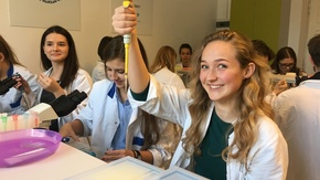 Biocentrum Edukacji Naukowej w Warszawie, uczniowie klasy biologiczno-chemicznej