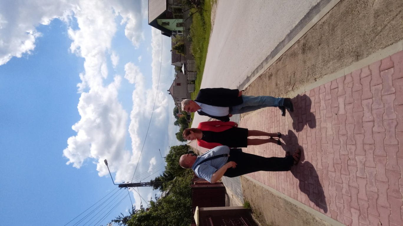 nowy chodnik przy drodze powiatowej 4016W w miejscowości Zbijów Duży, fot. wydział RI
