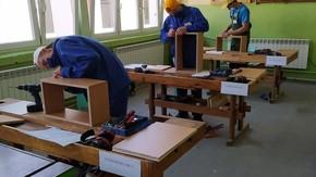 Do egzaminu z kwalifikacji AV.15 – Wytwarzanie wyrobów stolarskich przystąpiło 15 uczniów